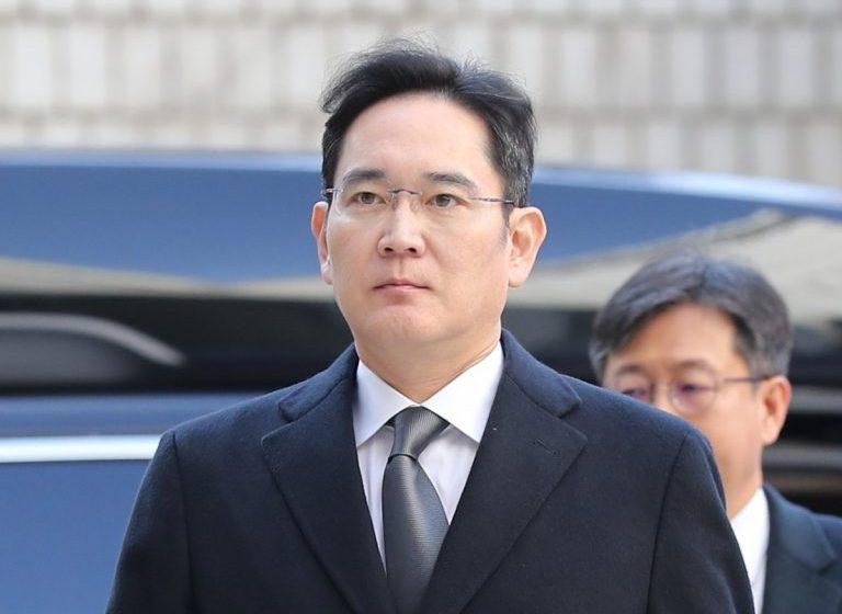 رئیس سامسونگ به اتهام رشوه به ۲٫۵ سال حبس محکوم شد
